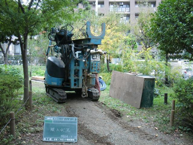 ②井戸掘削機の搬入