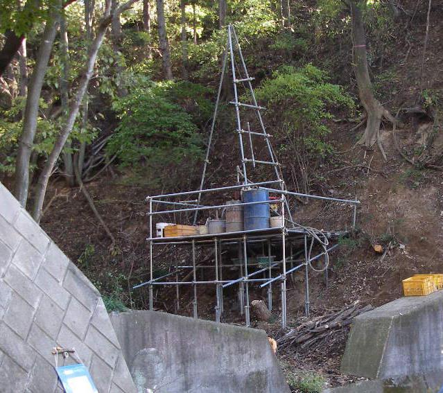 急傾斜地における足場仮設